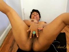 Fat latina milf masturbates in the nude videos