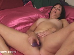 Mom on soft satin sheets fucks a toy lustily movies at sgirls.net