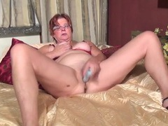 Dildo pushing deep into her wet old pussy videos