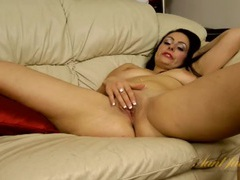 Curvy mom spreads her legs to masturbate erotically videos