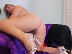 Fat solo milf gently rubs her throbbing clitty videos