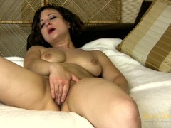 Solo ass play makes the hot milf so excited movies at sgirls.net