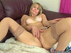 Scottish milf toni lace takes care of her hungry pussy videos