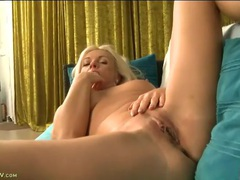 Naked blonde milf babe fingers her pussy slowly videos