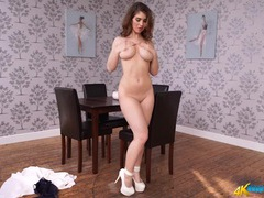 Gorgeous body on a stripping british chick movies at kilopics.net