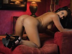 Solo high heeled pornstar plays with her hairy cunt movies at kilogirls.com