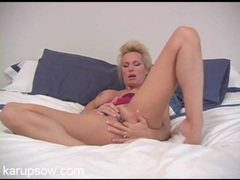 Fingering and clit rubbing milf blonde videos
