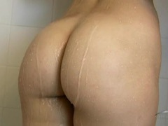 Babe teases her bubble butt in the shower videos