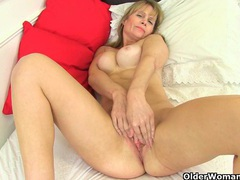 British milf ila jane strips off and rubs her clit movies at kilotop.com