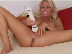Fit milf hottie gina west pleasures her cunt videos