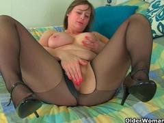 Uk milf lelani prefers them big videos