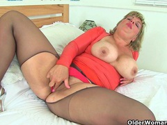 British milf danielle is dildoing her creamy pussy movies at find-best-hardcore.com
