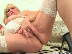 Classy milf alisha rydes finger fucks her mature pussy videos