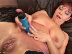 Hot mom fucks her pink wet pussy with a dildo videos