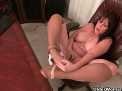 Bbw milf kimmie kaboom shows off her secretary skills videos