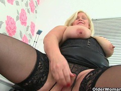 Uk milf melons marie juggles her big tits and fucks a dildo videos