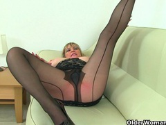 British milf vintage fox rips open her nylon tights videos