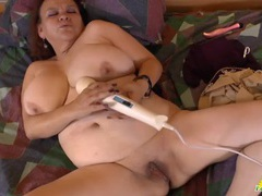 Thick old latin babe masturbates with a vibrator videos