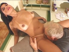 Old guy gets good head from a sexy latina tubes