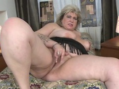 Fat mature slut leans back and masturbates solo videos