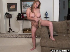 American bbw milf mia jones gets busy with dildo movies at kilosex.com
