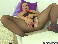 British milf samantha can't stop toying her mature pussy videos