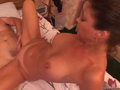 Great bubble butt on a cock riding latina girl movies at kilosex.com