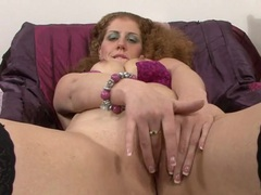 Curly hair girl with curves gives her mom pussy pleasure tubes