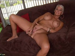 Mature babe in her living room fingers her cunt solo videos