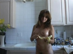 Housewife takes a break from cooking to get naked videos