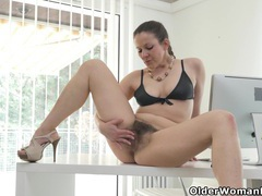 This is how euro milf valentina spends her lunch break videos