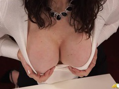 Skintight top makes for hot milf downblouse porn videos