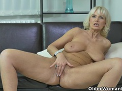 Euro milf roxana furiously rubs her clit videos