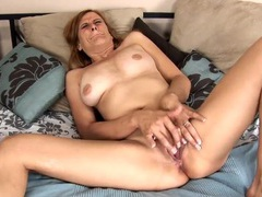 Pretty mature babe lubes her cunt and masturbates videos