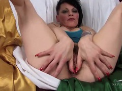 Milf punk spreads and shows her hairy cunt videos