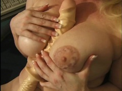 Mom rubbing her clit and fucking a toy in close up videos