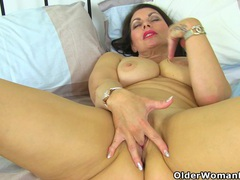 British milf raven will turn you on with her hot body movies