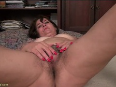 Mature bush is lovely on this clit rubbing chick videos