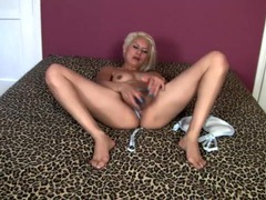 Big silver dildo pleasures her mommy pussy videos