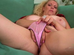 Thick mature body is a dream as the girl masturbates videos