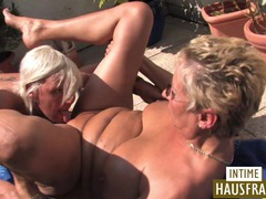 Blonde lesben auf der terrasse videos
