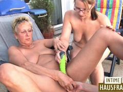 Blonde lesben spielen auf der terrasse videos
