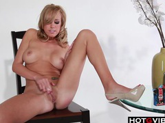 Pornstar blondie plays with toys tubes