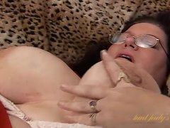 Fatty turns on a toy and pleasures her slick bbw pussy videos