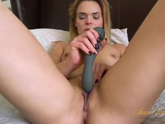 Vibrator excites her milf cunt as she moans erotically videos