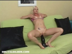 Jayda diamonde fucking the mother of all brutal dildos tubes