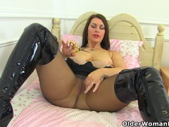 British milf raven is pleasuring her nyloned pussy movies at sgirls.net