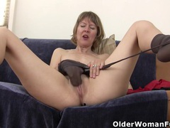 American milf jamie foster rubs her pussy furiously videos