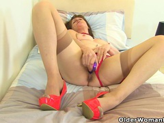 English gilf pandora hasn't lost her appetite for orgasm tubes