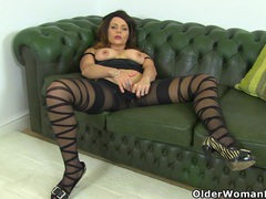 English milf gemma gold lets you feast your horny eyes clip